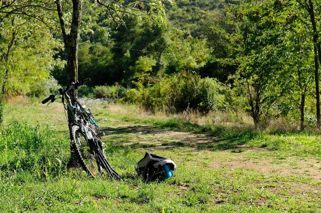 Le vélo électrique a la cote en Ardèche - A/R Magazine voyageur 2017 © Ardèche Tourisme