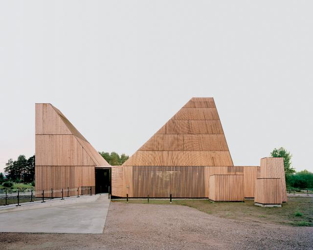 La plus grande église en bois d'Europe - A/R Magazine voyageur 2017