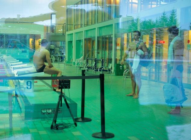 A la piscine en Islande - A/R Magazine voyageur 2017