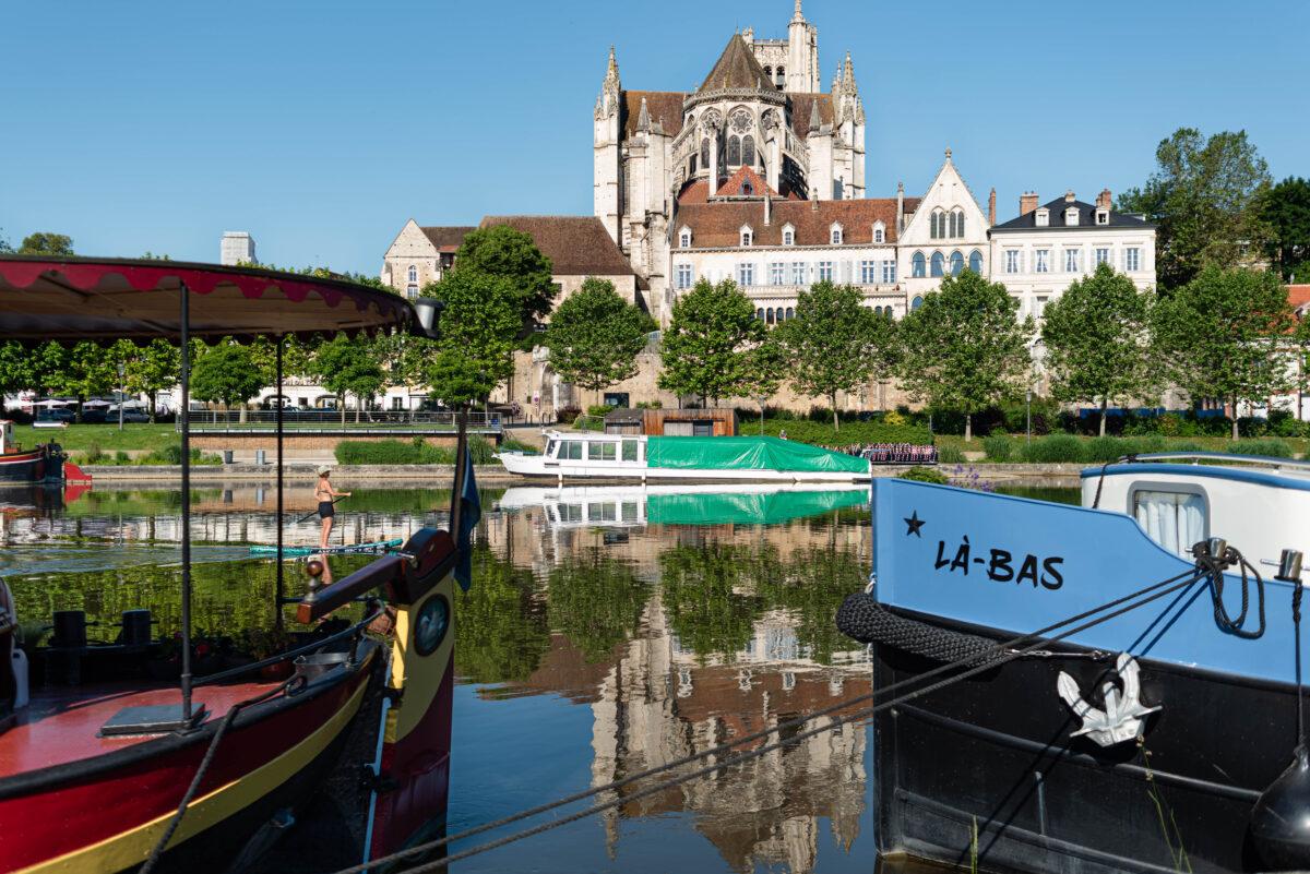 Vue de l'Yonne et de la Cathédrale Saint-Etienne d'Auxerre